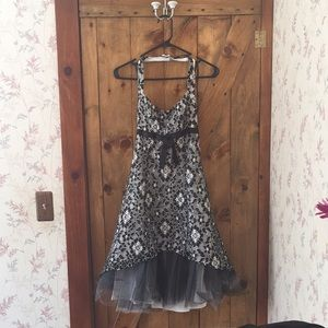 Black and white Cache' prom/formal dress